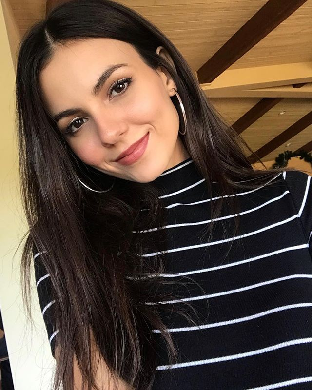 Cozy Family Home: Victoria Justice Family: Boyfriend, Mother, Father, Sister