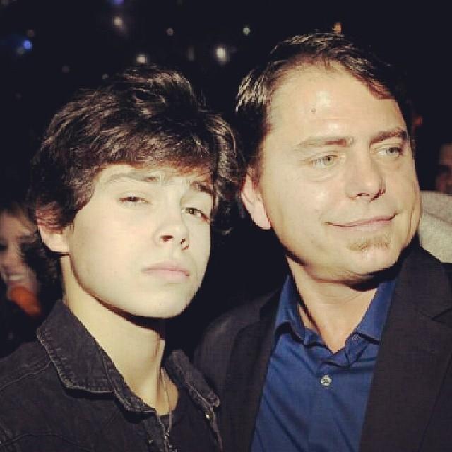 Jake T. Austin father